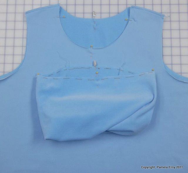 πως ραβουμε ντραπε λοξο λαιμο, προσθετουμε ντραπε λαιμο σε μπλουζα
