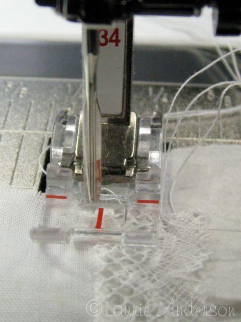 πως γαζωνουμε δαντελα σε υφασμα, η τεχνικη ραψιματος της δαντελας