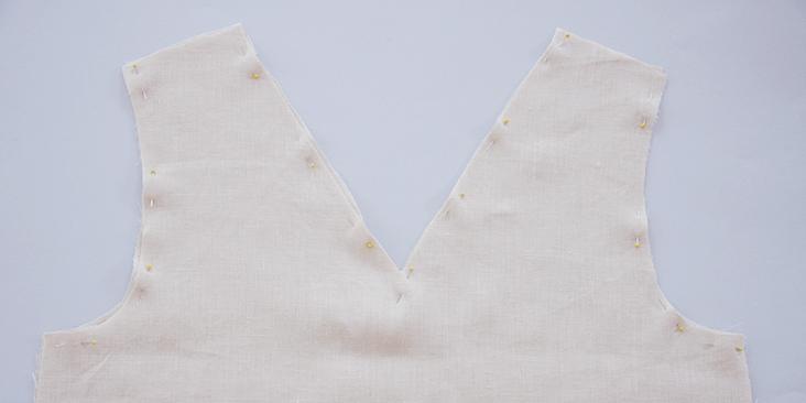 λινο τοπ με V λαιμο, ραψτε μονη σας μπλουζα λινη