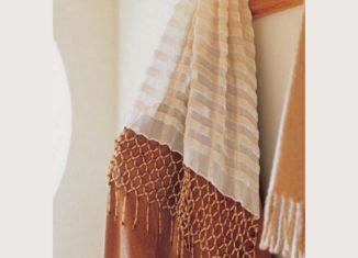 προσθεστε χαντρες σε μια μαντηλα