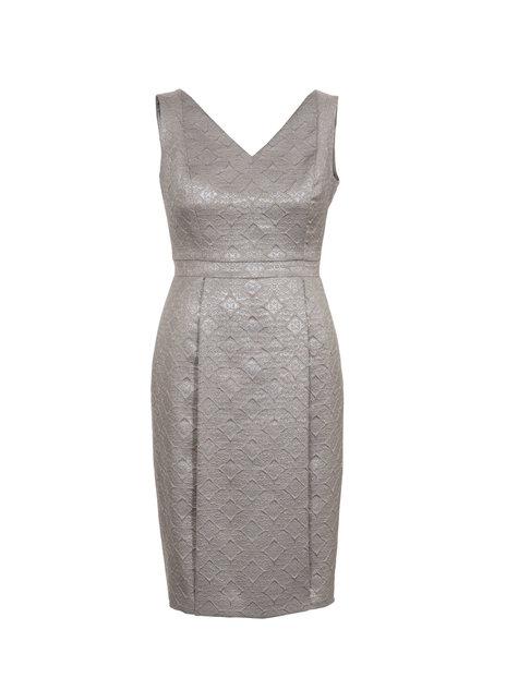 ab8465df66c7 Αυτό το φόρεμα αγκαλιάζει το σώμα, καλύπτοντας όλες τις πιθανές ατέλειες.