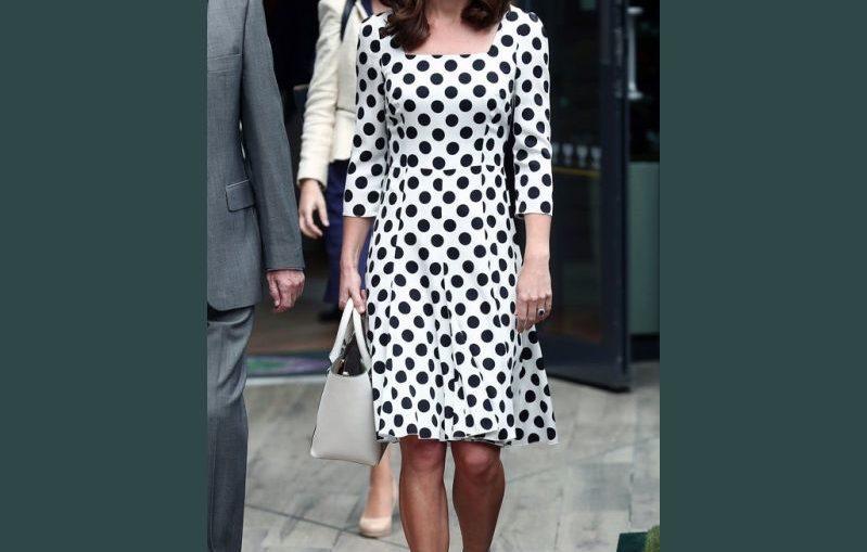 φορεμα με πιετες και μανίκια 3/4 , πατρον σε ολα τα μεγεθη